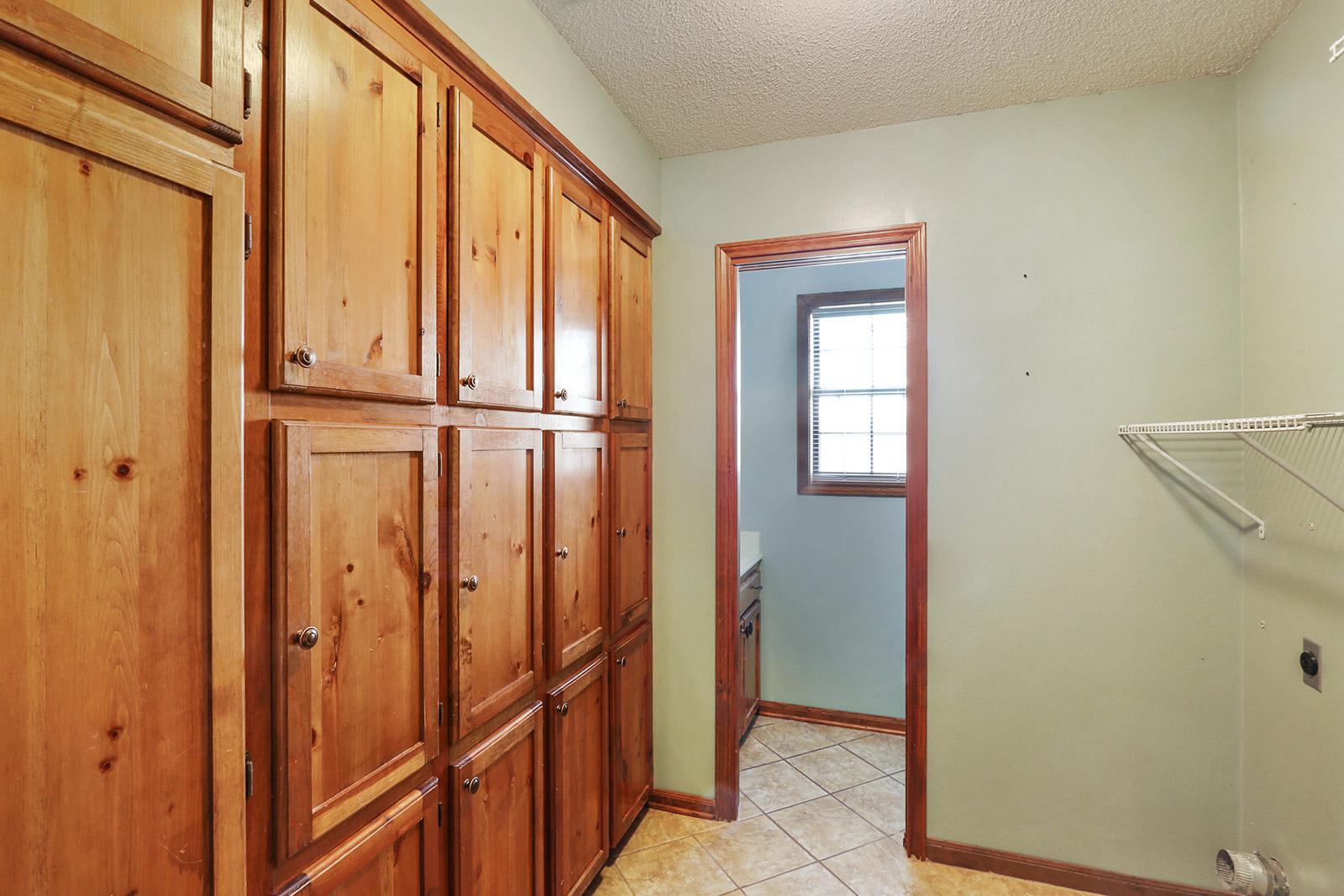 Kitchen Cabinets Near Maplewood